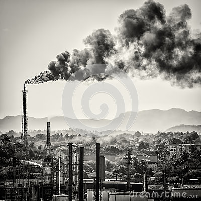 Free Huge Smoke Colums From An Oil Refinery Royalty Free Stock Photos - 30649258