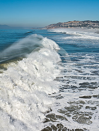 Huge waves on the Pacific Coast