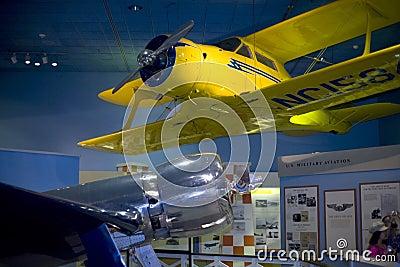 Hughes H-1 y aviones de Staggerwing del modelo 17 de la haya Foto de archivo editorial