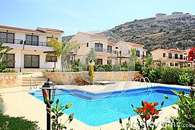 Huizen en zwembad