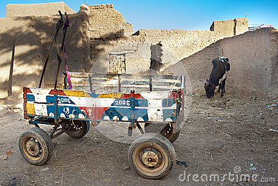 Humble colored wagon parked, Djenné.