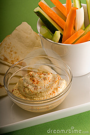 Hummus dip with pita brad and vegetable