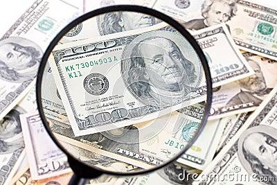 Dollar under förstoringsglaset