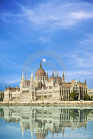 Free Hungarian Parliament Building In Budapest Royalty Free Stock Image - 14580906