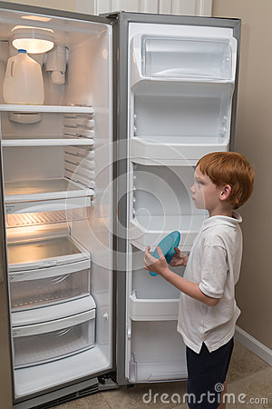 Free Hungry Little Boy Looking Into Empty Fridge Stock Images - 61513034