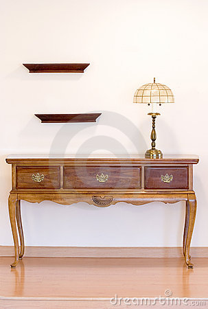 Hunt table with lamp