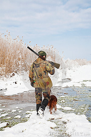 Free Hunter With His Hunting Dog During A Winter Hunt Royalty Free Stock Photo - 17699375