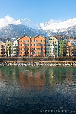 Häuser in der historischen Stadt Innsbruck in Tirol Redaktionelles Stockfotografie