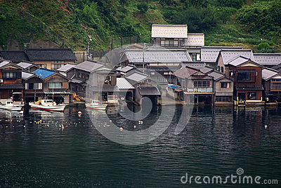 huser mit bootsgarage japan stockfotos 3 huser mit bootsgarage japan stockbilder stockfotografie bilder dreamstime