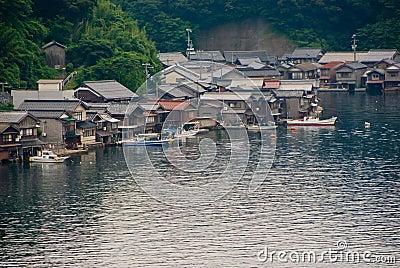 huser mit bootsgarage japan stockfotos 3 huser mit bootsgarage deko ideen - Japanische Huser