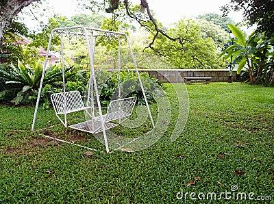 Huśtawka w ogródzie