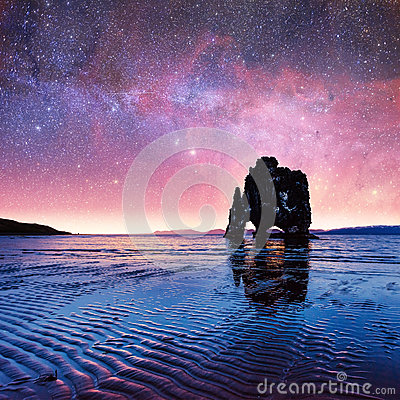 Free Hvitserkur 15 M Height. Fantastic Starry Sky And The Milky Way O Royalty Free Stock Images - 86469619