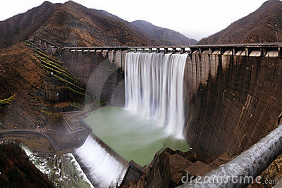 Hydroelectric plant