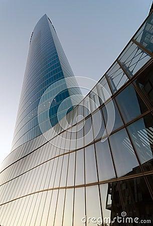 Iberdrola torn på solnedgången Redaktionell Fotografering för Bildbyråer