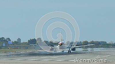 Iberia L.A.E. Jet Plane Approaching Landing metrajes