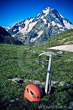 Free Ice-axe And Helmet. Royalty Free Stock Photos - 15766588
