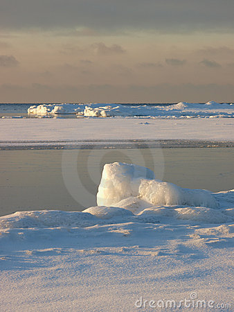 Ice banks on the sea shore