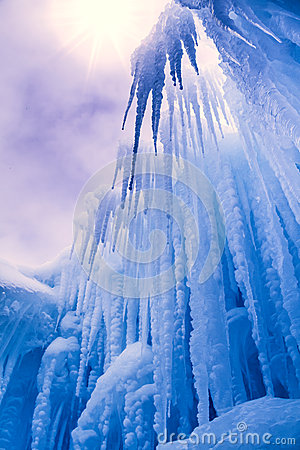 Free Ice Castles Icicles And Ice Formations Royalty Free Stock Images - 37690779