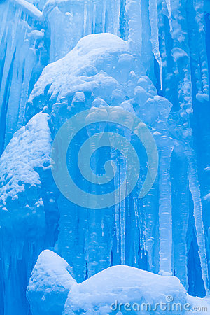 Free Ice Castles Icicles And Ice Formations Royalty Free Stock Photo - 37690805