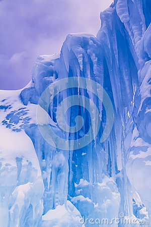 Free Ice Castles Icicles And Ice Formations Royalty Free Stock Photo - 37690845