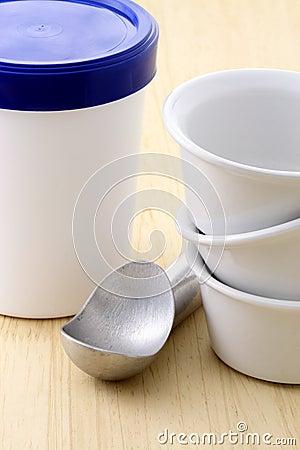 Ice cream bucket and antifreeze scoop