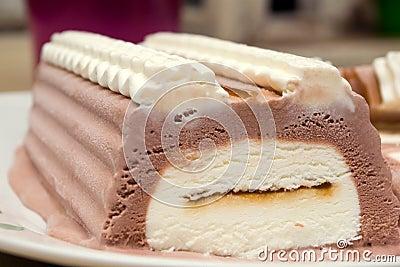 Ice-cream chocolate cake
