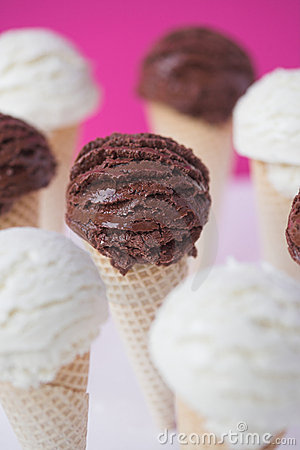 Ice cream cones - organic vanilla & chocolate