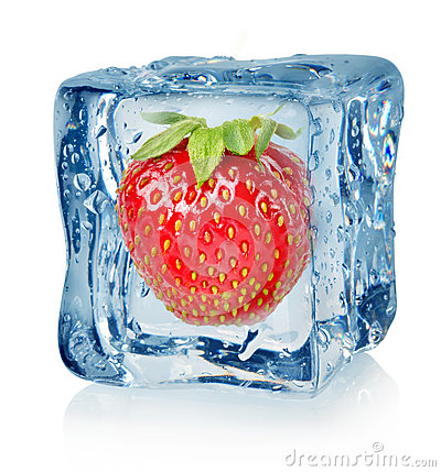 Free Ice Cube And Strawberry Royalty Free Stock Photography - 27697927