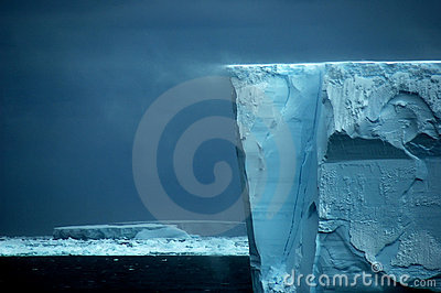 Ice shelf edge with snow drift