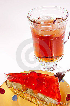 Iced tea and cake dessert