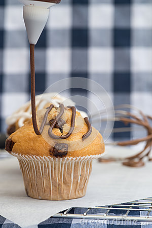 Free Icing Frosting Being Put Onto Home Made Chocolate Chip Muffins Royalty Free Stock Images - 41590509