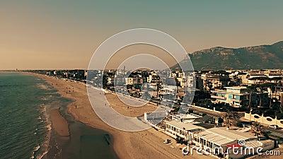Ideia aérea da área beira-mar de Terracina no inverno Italy vídeos de arquivo