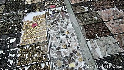 Ideia geral do mercado dos amuletos em Tha Phra Chan, Banguecoque filme