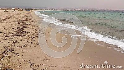 Idyllisch strand bij zonsondergang in het Epanomi-gebied, Griekenland stock videobeelden