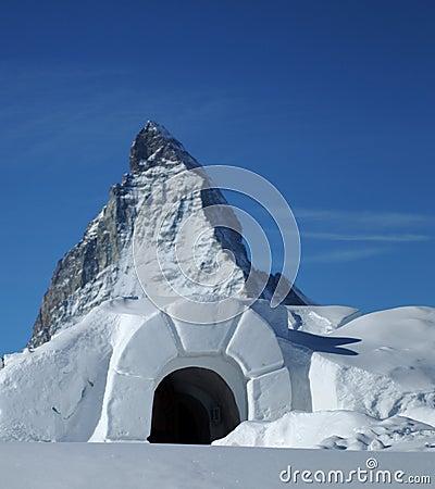 Iglú de la nieve en Matterhorn