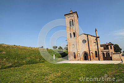 Iglesia antigua cerca de Felonica