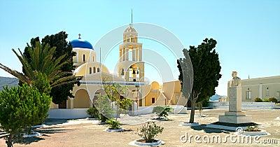 Iglesia griega en la isla de Santorini