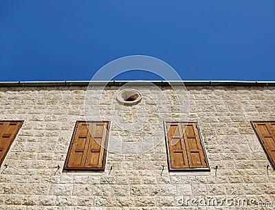 Iglesia libanesa Windows cerrado