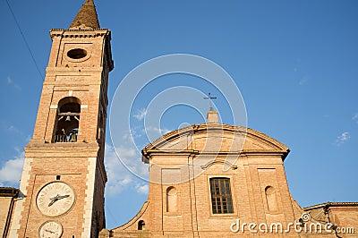 Iglesia medieval en la ciudad de Caldarola en Italia