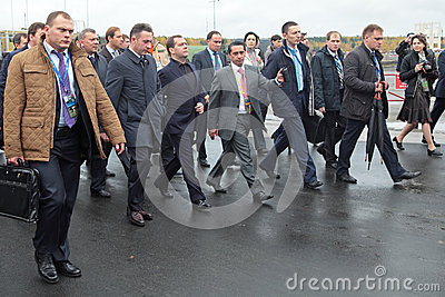 Igor Kholmanskikh, Dmitry Medvedev e Oleg Sienko Imagem Editorial