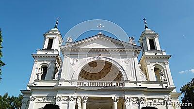 Igreja Católica no dia ensolarado filme