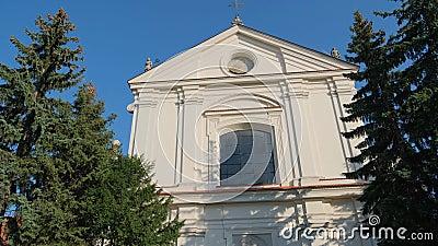 Igreja Católica no dia ensolarado video estoque