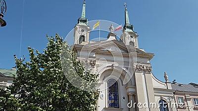 Igreja com bandeira polonesa no telhado filme