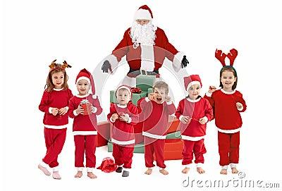 Foto me  Aroma  Krishtlindje & Viti i Ri  Il-babbo-natale-con-i-piccoli-bambini-felici-in-costume-thumb16892294