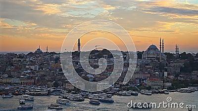 Il centro storico di Costantinopoli al tramonto Horn dorato, Turchia video d archivio