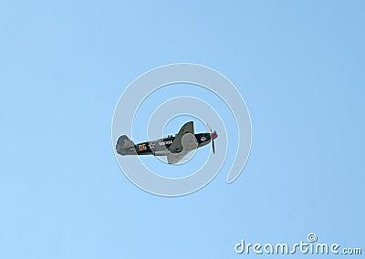 Il combattente di Yak-9UM vola Fotografia Editoriale