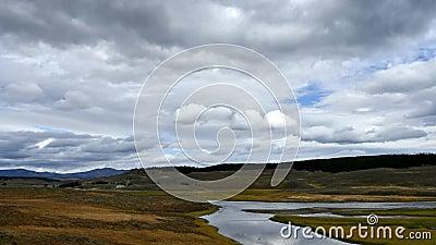 Il fiume Yellowstone e Hayden Valley video d archivio