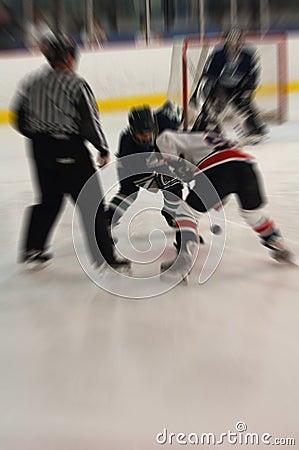 Il hokey di ghiaccio affronta fuori la sfuocatura di azione