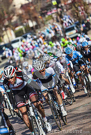 Il peloton Parigi Nizza 2013 in Nemours Immagine Stock Editoriale