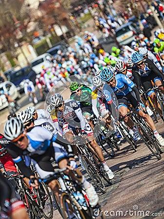 Il peloton Parigi Nizza 2013 in Nemours Fotografia Editoriale